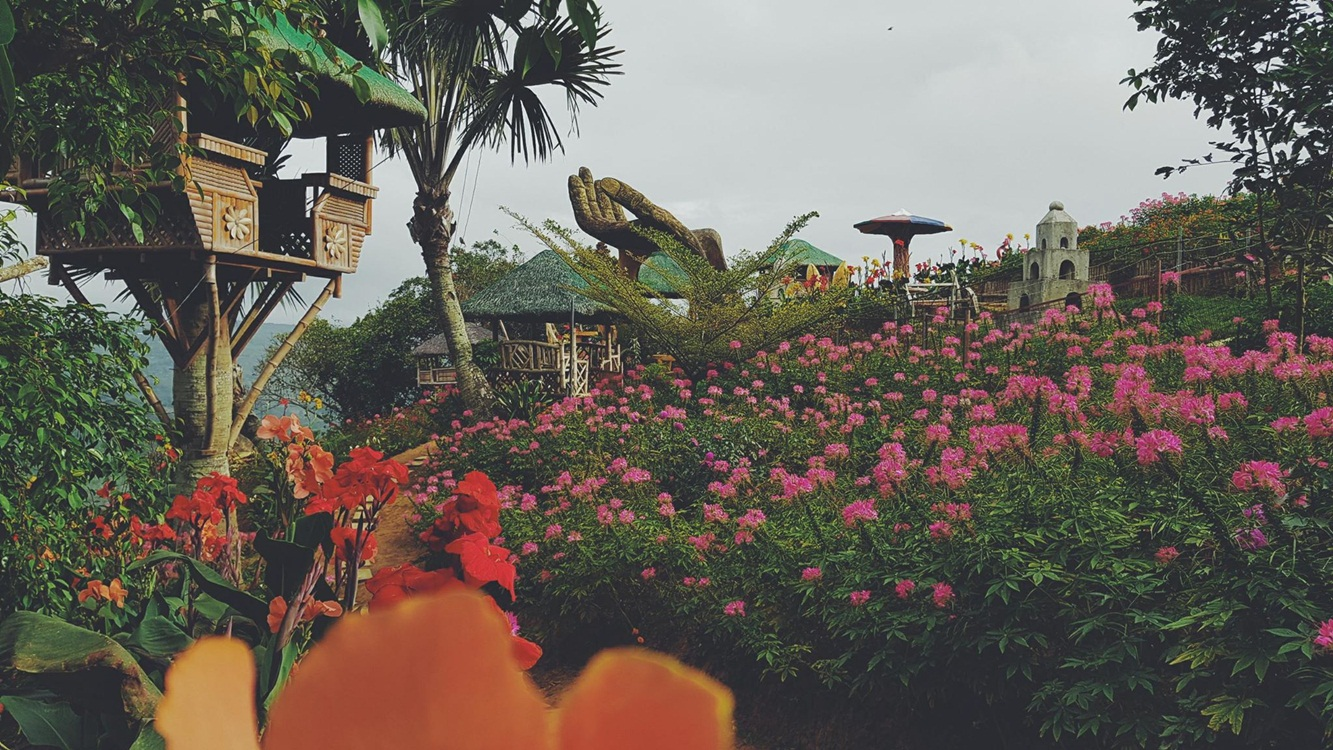 Cottages, Flowers and architectures in Sirao Pictorial Garden and Camping Site